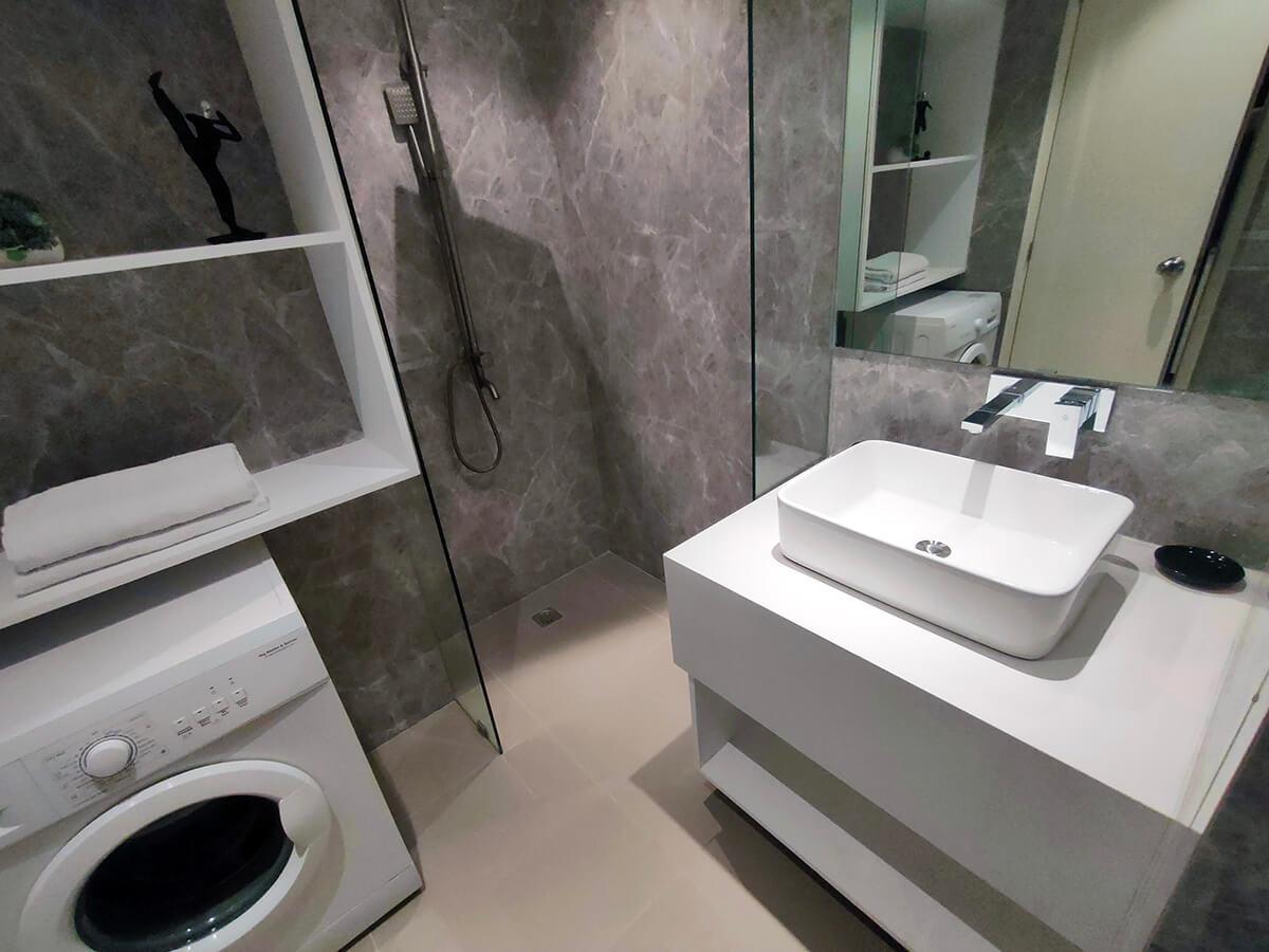 Triple Combined - Common Bathroom 2