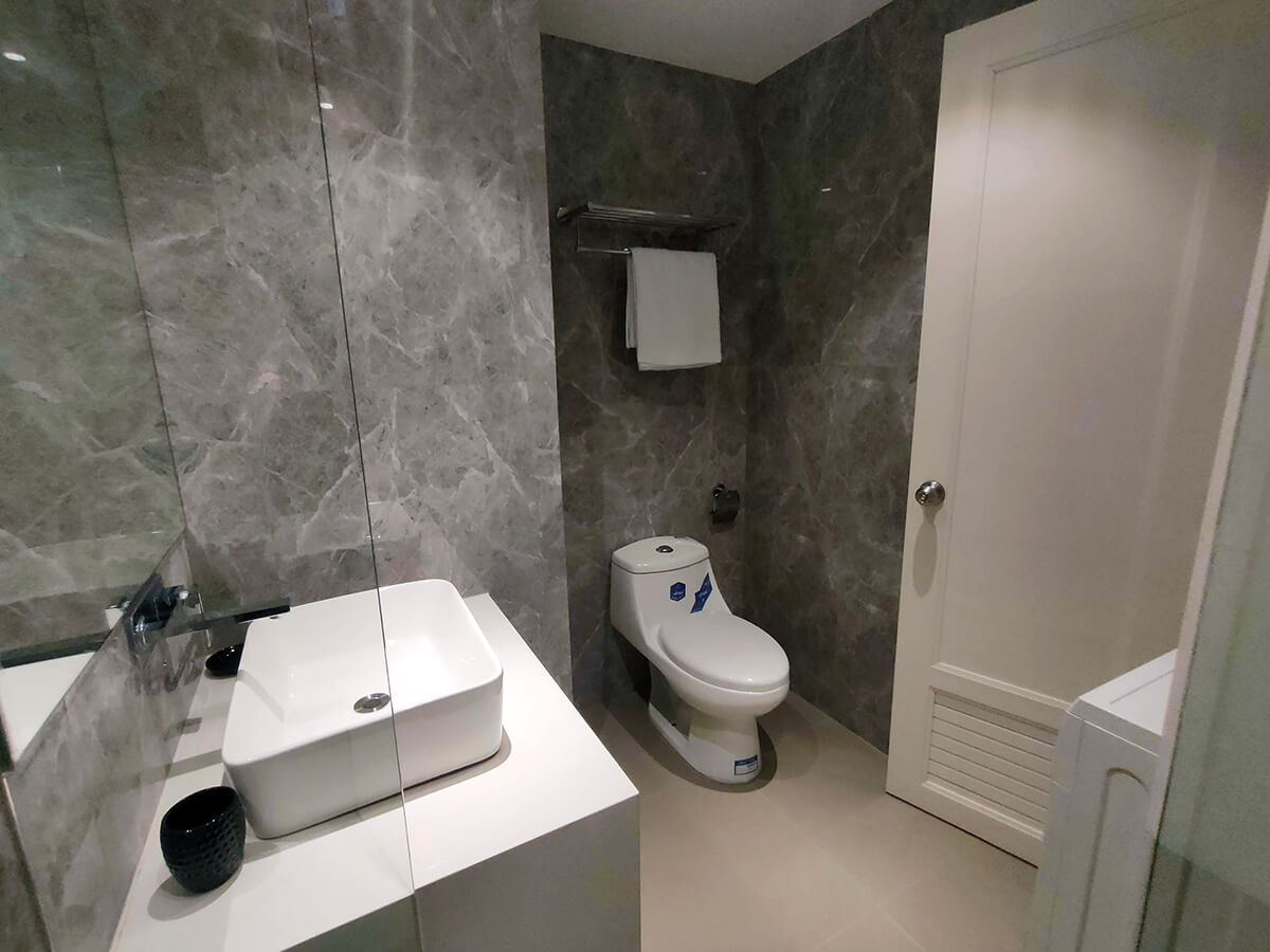 Triple Combined - Common Bathroom 1